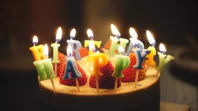 Мальчик получил тысячи поздравлений с днем рождения после трогательной просьбы отца