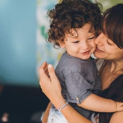 Сон отдельно от родителей и без реакции на плач: чем отличает родительство в западной культуре