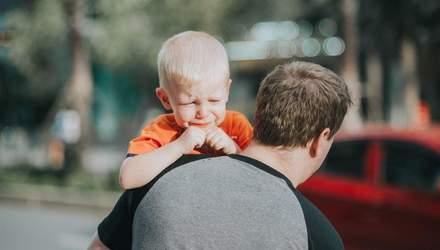 Дитина боїться розлуки з батьками та плаче: що робити