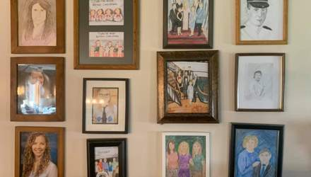 Дівчина 12 днів заміняла сімейні фото на власні малюнки: яка реакція батьків
