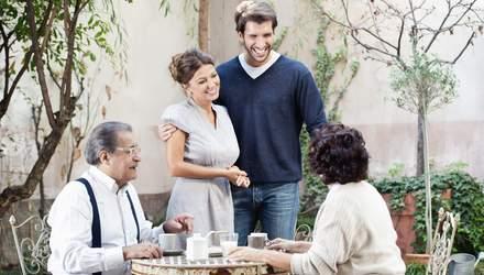 Что нельзя делать во время встречи с родителями любимого человека: важные запреты