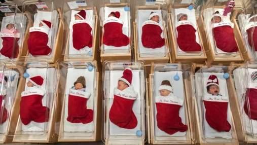 У США лікарня віддає новонароджених дітей у різдвяних панчохах: милі фото