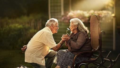 Кохання не старіє: зворушливі фото літніх пар