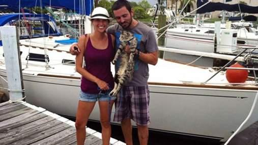 Пара покинула роботу, продала всі речі і почала подорожувати по світу з котом: фото