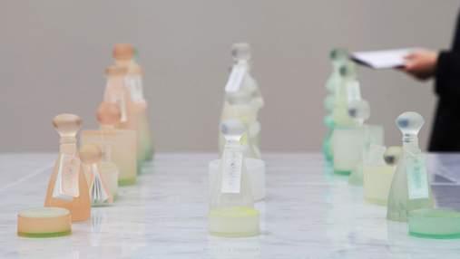 Студентка з Британії створила екологічну упаковку для парфумів з мила: чарівні фото