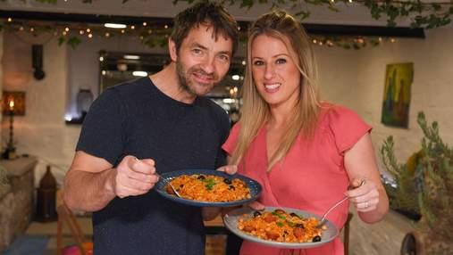 Пара из Великобритании во время карантина сделала ресторан в собственном гараже: фото