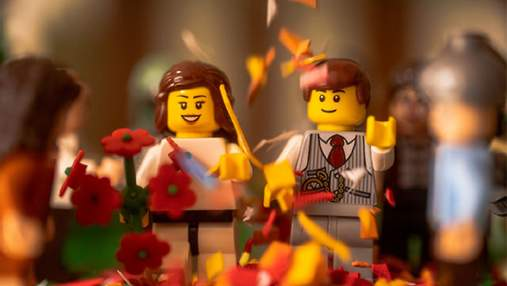 Странная, но милая love story: фотограф на карантине устроил свадебную фотосессию фигуркам Lego