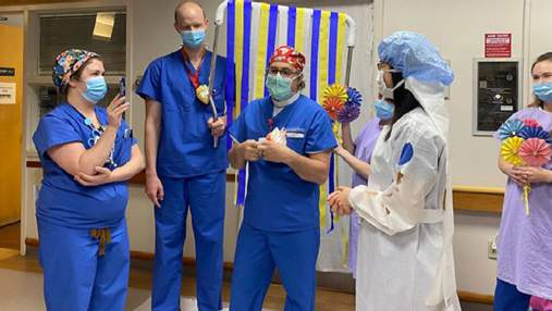 Пара обмінялася обітницями через відеодзвінок на імпровізованій церемонії в лікарні: фото