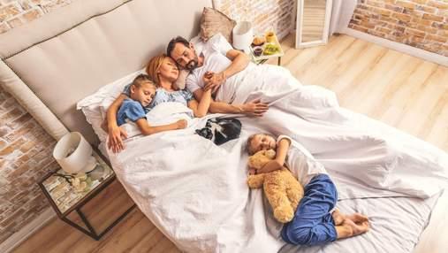 Як відучити дитину спати в ліжку разом з батьками: поради