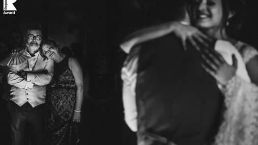 20 весільних фотографій, які показують щирі емоції наречених та гостей: зворушливі світлини