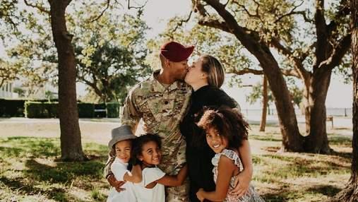 Тато зробив сюрприз дітям, неочікувано повернувшись додому з армії: чарівна реакція у фото