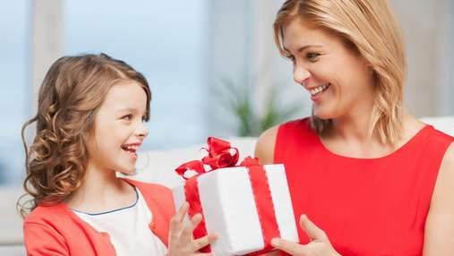 Как правильно дарить ребенку подарки, чтобы не избаловать его, и что дарить не стоит