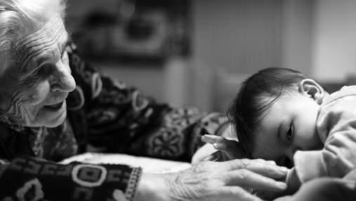 Бабушки впервые увидели своих внуков: волшебная реакция на фото