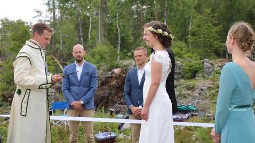 Влюбленные из Швеции и Норвегии поженились прямо на границе стран из-за карантина: фото