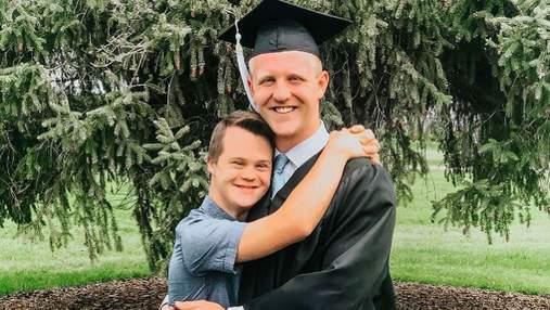 Хлопець запропонував брату з синдромом Дауна стати свідком на його весіллі: зворушлива реакція