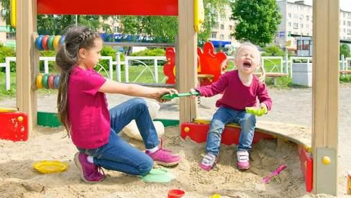 Без скандалов и стресса: как отучить ребенка брать чужие вещи