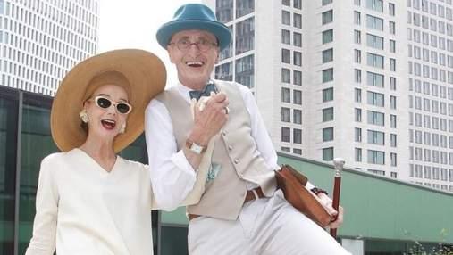Пара пенсіонерів стала зірками мережі завдяки неймовірно стильним вбранням: фото