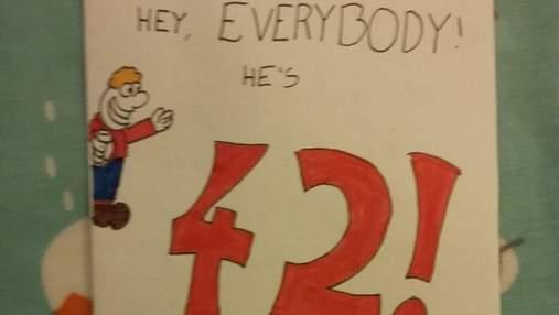 Хлопець подарував батьку саркастичну листівку: картка повернулася до нього через 28 років
