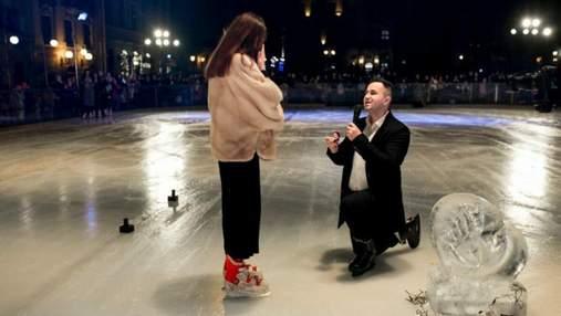 Под слезы и аплодисменты: в центре Львова на катке состоялось трогательное признание – фото