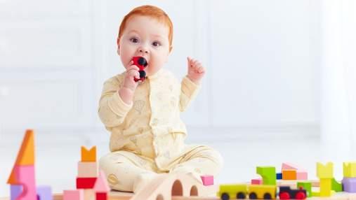 Що може проковтнути малюк: 5 типів дрібниць, які небезпечні для здоров'я дитини