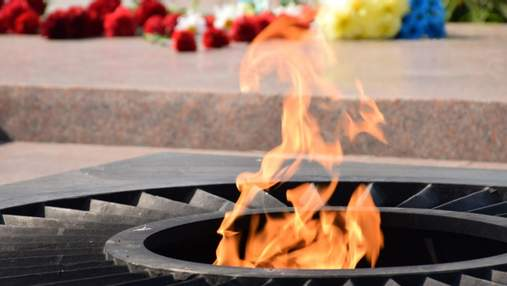 В Белой Церкви мать с детьми устроила пикник на вечном огне: жарили зефир – видео