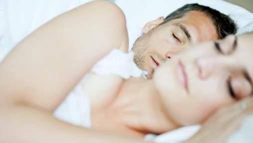 Хочете зберегти свої стосунки міцними – спіть правильно