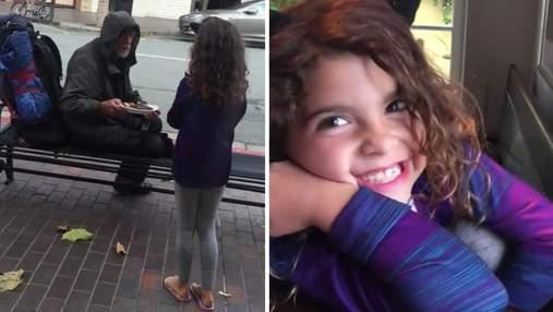 8-летняя девочка отдала свой обед бездомному и этим поступком нашла его родных: видео
