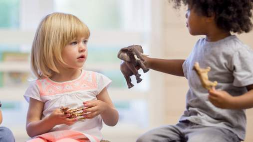 Почему маленького ребенка не нужно учить делиться: необычный воспитательный метод