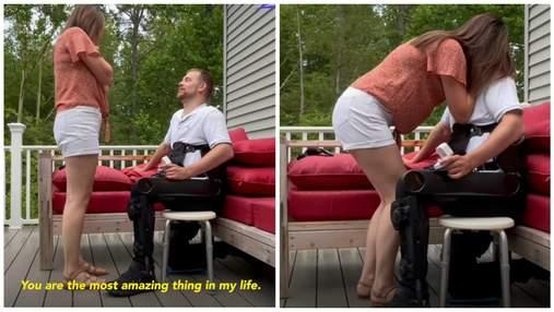 Парализованный мужчина надел специальный костюм, чтобы встать на колено и попросить руки девушки