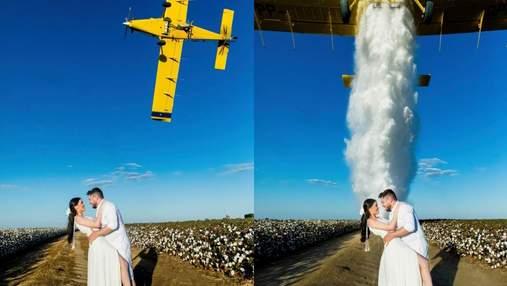Під час весільної фотосесії на закоханих з літака вилили 900 літрів води: відео