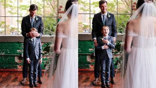 Сын жениха расплакался, увидев будущую жену отца в свадебном платье: трогательные фото