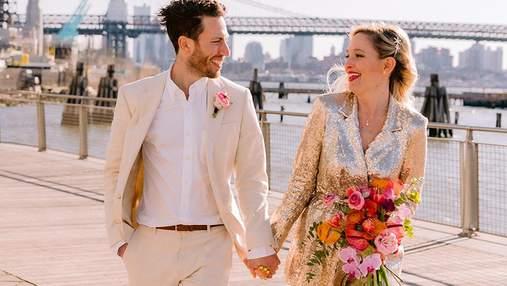 Жінка була подружкою нареченої на 125 весіллях: чому її церемонія була під дверима кав'ярні