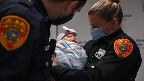 Мати дала доньці імена поліцейських, які її врятували: що зробили правоохоронці