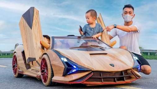 Отец вырезал из дерева копию спорткара для маленького сына: впечатляющие фото и видео