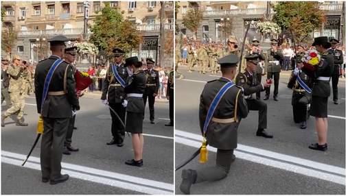 Військовий освідчився коханій-колезі під час репетиції параду: зворушливе відео
