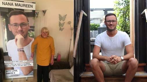 Величезний банер з власним фото: онук вигадав оригінальний подарунок для 90-річної бабусі