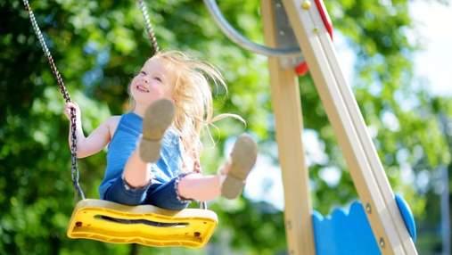 Як забрати малюка з дитячого майданчика без істерик: поради від психолога для батьків