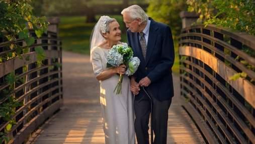 Празднование 50-летия свадьбы: пенсионеры воссоздали свои первые снимки– трогательные фото