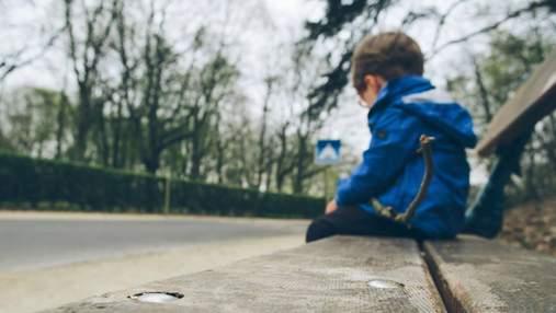 У приватному садочку на Київщині під час прогулянки загубили 2-річного хлопчика